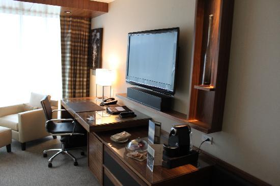 Fairmont Pacific Rim: nice room