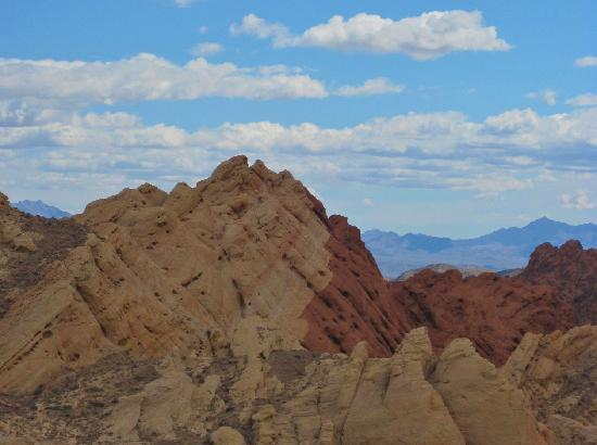 Valley of Fire State Park: Dramatic change in rock strata colors