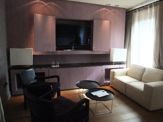 Hotel Palacio de Villapanes: Part of the spacious bedroom