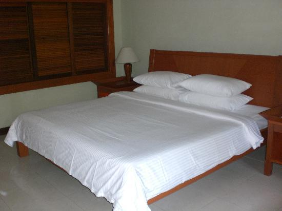 The Taaras Beach & Spa Resort: the hill view room