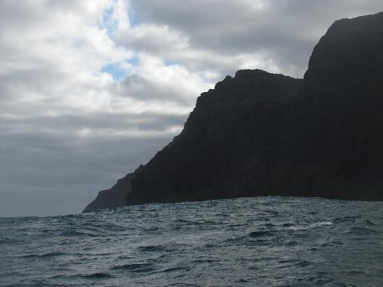 Captain Na Pali Adventures, Inc.: Beginning of Na Pali Coast and a big swell