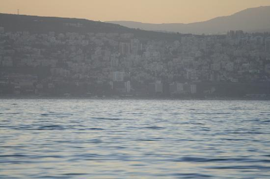 Ein-Gev Holiday Resort: Tiberias through a zoom lens