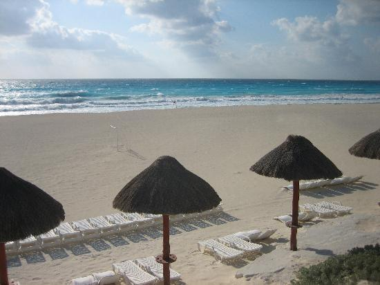 Park Royal Cancun: Beach View from Adult Pool Area