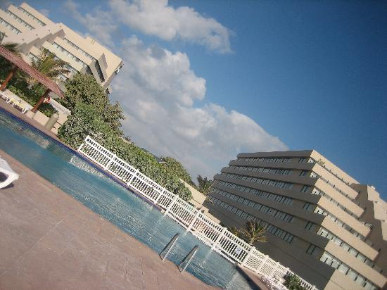 Park Royal Cancun: View of the two hotel buildings
