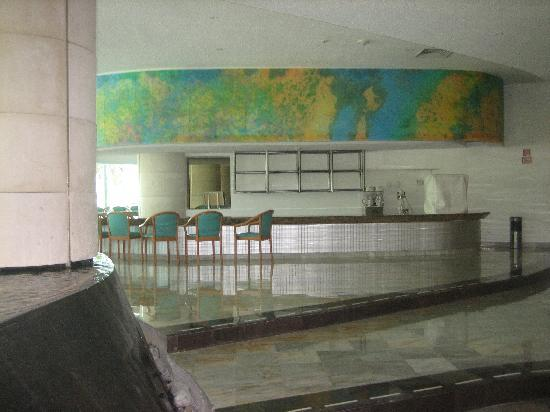 Park Royal Cancun: Bar in the Lobby