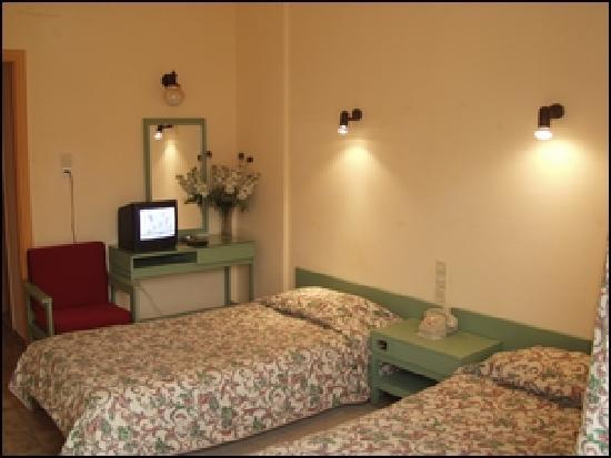Hotel Ilis: our clean and spacious rooms