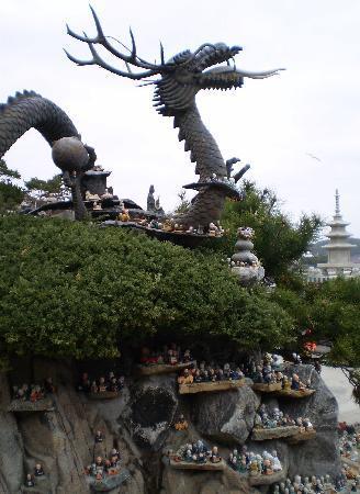 بوسان, كوريا الجنوبية: cool dragon statue