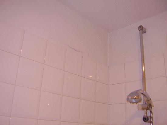 Hotel Due Mondi: bathroom