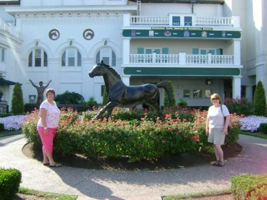 Pigeon Forge, TN: Statue of 1st Kentucky Derby winner ---- not us -- the horse..  haha