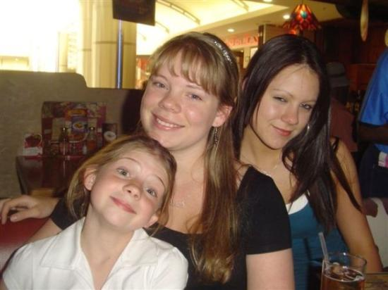 Johannesburg, Sør-Afrika: Caitlyn, Daniella, and Jessica Burke.