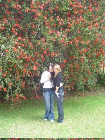"Johannesburg, Sør-Afrika: Jessica Burke and Caroline, ""Mighty Fine."""