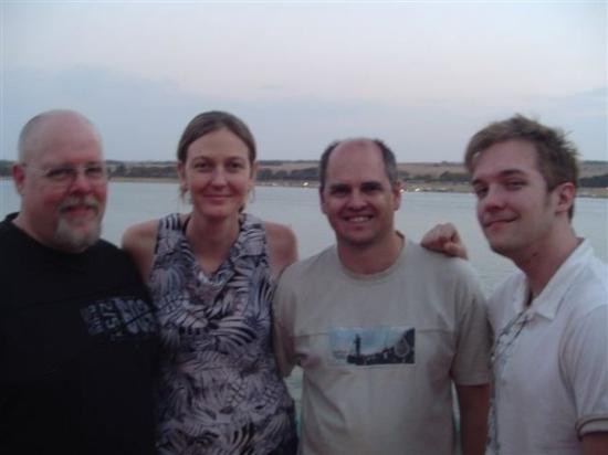 Johannesburg, Sør-Afrika: Paul Elliott, Marguerite and Peter Belcher, and Rip Elliott.