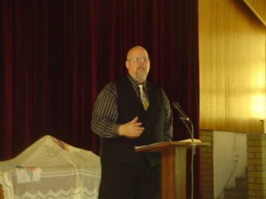 Johannesburg, Sør-Afrika: Paul Elliott preaching at Benoni, South Africa.