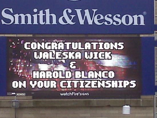 Springfield, MA: Este es el letreo de hoy 29 de Septiembre 2009. de Smith & Wesson, a la entrada de la compañia.