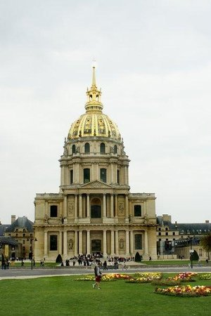 Militærmuseum (Musee de l'Armée): Hotel des Invalides - We did a quick bus tour of Paris before checking in to our motel!