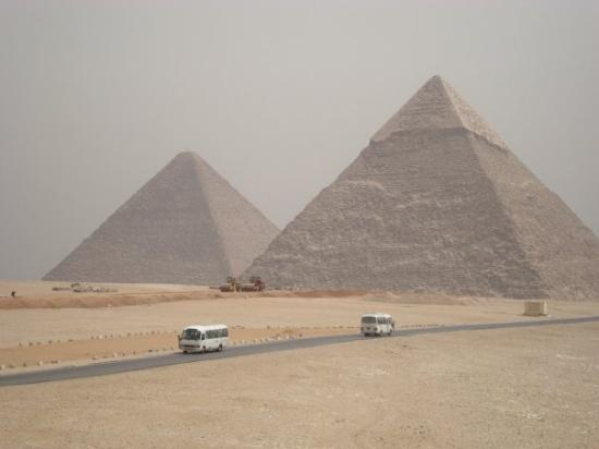 Moon River Tours - Day tours: the second and great pyramid.