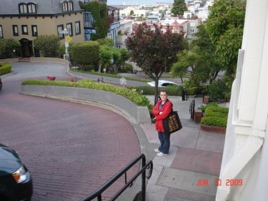 City Sightseeing: THE FAMOUS CROOKED STREET