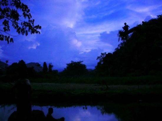 Vang Vieng, Laos: OOooohh...pretty colors.