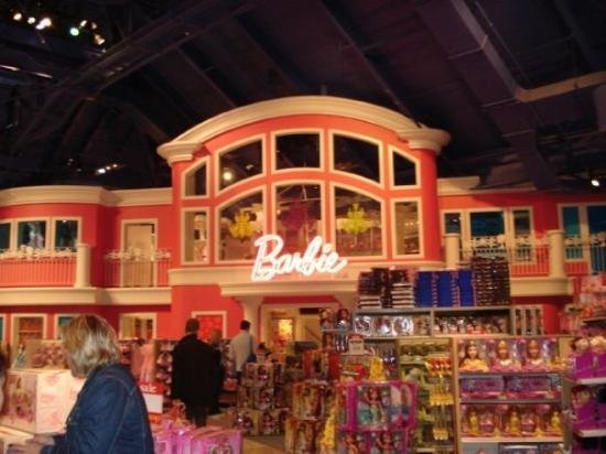 Life size barbie dreamhouse inside toys r us picture of for Dream home ny