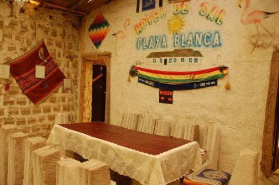 Uyuni, Bolivia: 塩でできたホテル  あんまり泊まりたいと思わないけどww