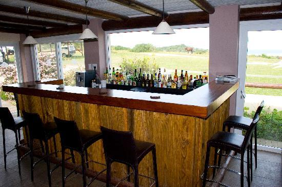 Oyster Bay Lodge: Ocean viewing bar