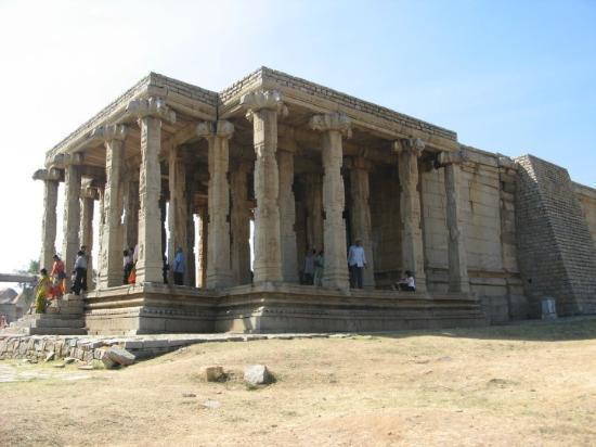Hampi, India: kadalekal ganap ranga manta -  gram seed Ganapa's sculpture is 18 ft tall.
