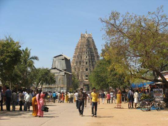 Hampi, India: virupaksha bazaar - 1 km road stretch from the temple