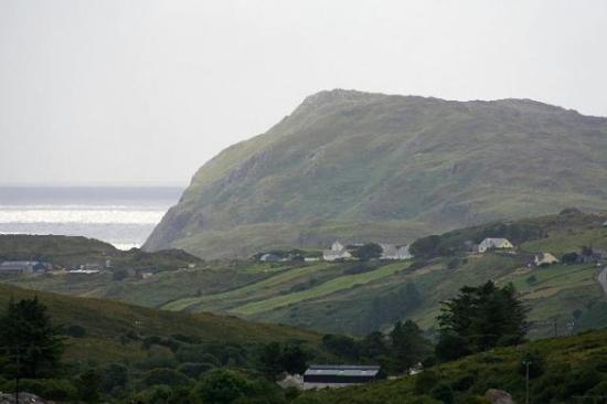 Donegal, Irlandia: nice view down the valleyto the Atlantic
