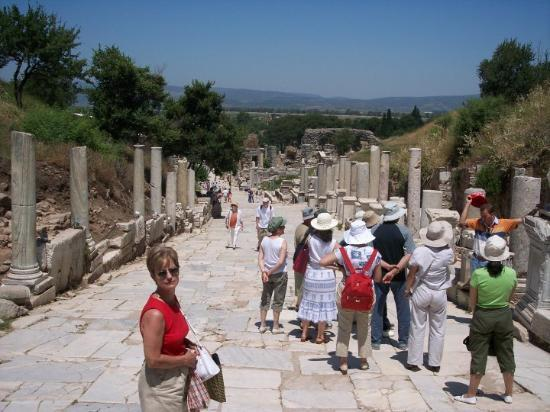 Kusadasi, Tyrkia: The Roman Road leading downinto Ephesus.