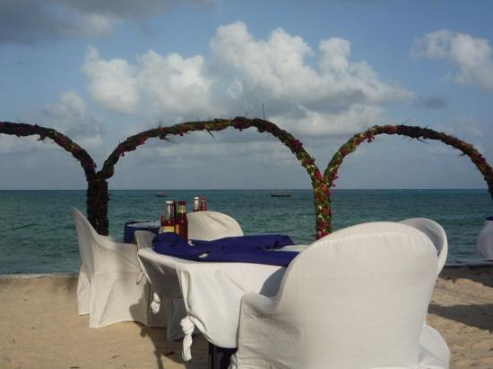 Zanzibar, Tanzania: Beach set up for Valentine's dinner