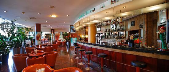 Radisson Blu Hotel, Paris Charles de Gaulle Airport: The Cockpit, cosy cocktails & snacks bar / Le Cockpit, cosy bar à cocktails