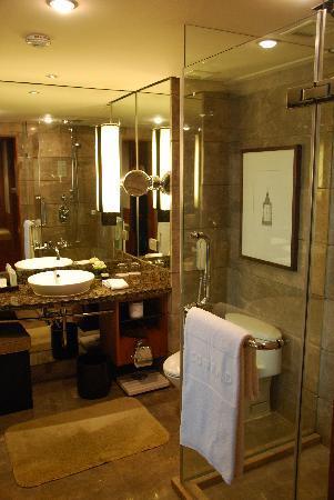 Conrad Bangkok Hotel: Executive room - Bathroom