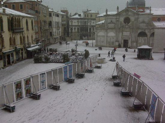Ruzzini Palace Hotel: The view from one of our windows  Venice in the Snow