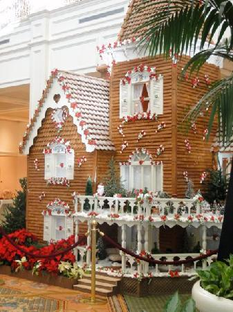 Disney's Grand Floridian Resort & Spa: Gingerbread House in Lobby