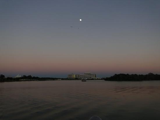 Disney's Grand Floridian Resort & Spa: View across Lagoon