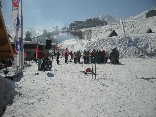 Macot-la-Plagne, فرنسا: arrivée du ski avec Djs & boissons (sympa)