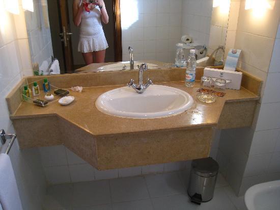Sheraton Sharm Hotel, Resort, Villas & Spa: toilet room