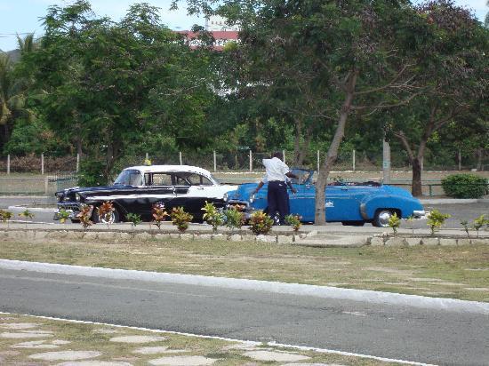 Sol Rio de Luna y Mares: Typical Taxis in Cuba