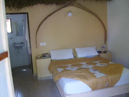 Footsteps Eco Lodge: The bedroom