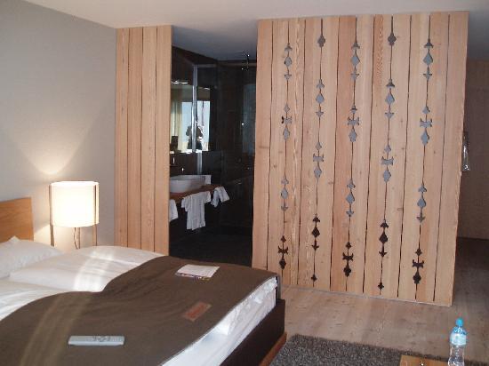 Hotel Lenzerhorn Spa & Wellness: il separé del bagno