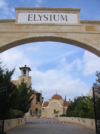 Elysium Hotel: Einfahrt