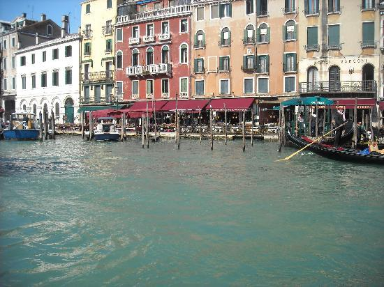 Hotel Carlton on the Grand Canal: Water Bus ride outside the Carlton