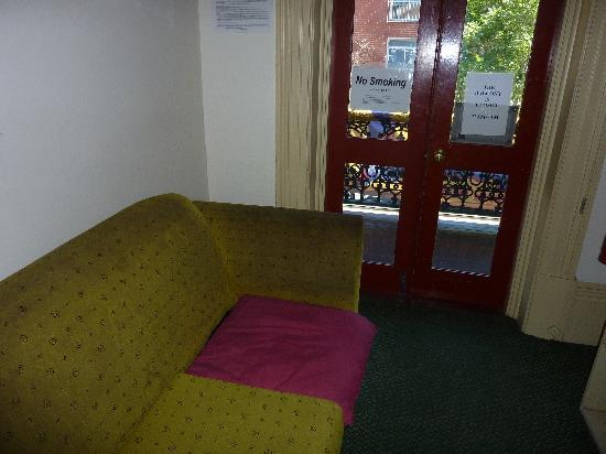 Adelaide's Shakespeare Backpackers International Hostel: THE FILTHIEST COUCHES I´VE EVER SEEN