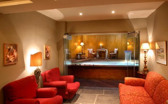 Le Convivial Wine Experience Suites: the reception