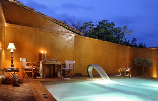 Le Convivial Wine Experience Suites: the pool
