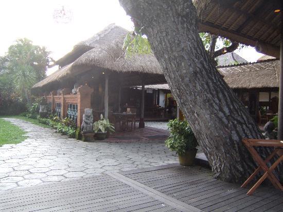 Tandjung Sari Hotel: Restaurant area