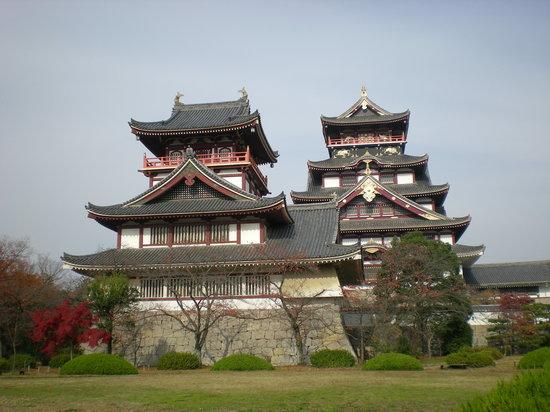 Kioto, Japón: 伏見桃山城ははずせませんね!!並んで建ってるのはすごいです。