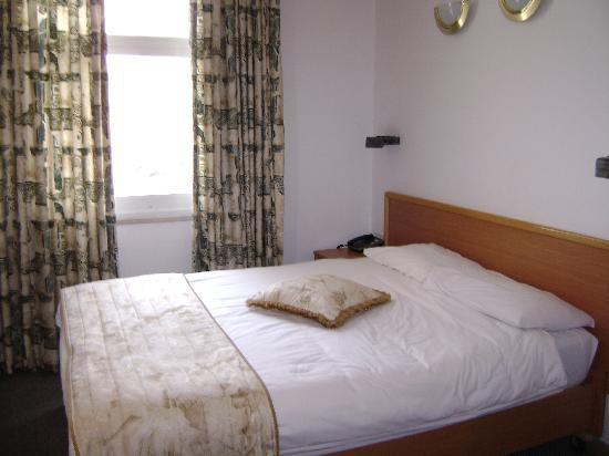 Golden Walls Hotel: Bedroom