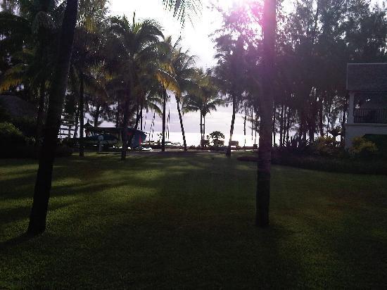 Hilton Mauritius Resort & Spa: Park view to beach
