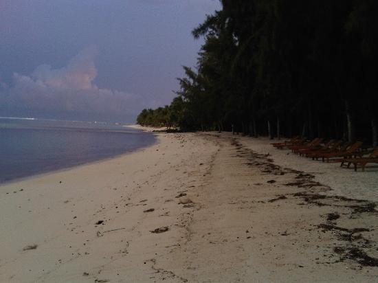 Hilton Mauritius Resort & Spa: Hilton Beach just after sunrise